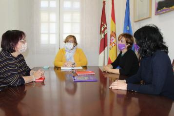 El Gobierno de Castilla-La Mancha sufraga la guía de Comisiones Obreras que recopila todos los recursos a disposición de las mujeres migrantes
