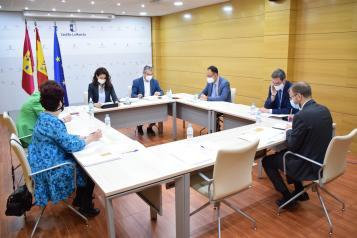 La viceconsejera de Empleo, Diálogo Social y Bienestar Laboral preside la reunión de la Comisión de Seguimiento de los ERTE