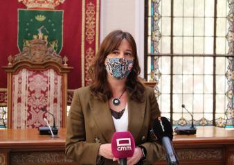 La consejera de Igualdad y portavoz del Gobierno regional, Blanca Fernández, visita Hellín donde se reúne con el alcalde de la localidad, Ramón García Rodríguez.