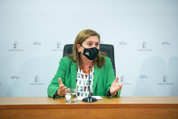 La consejera de Educación, Cultura y Deportes, Rosa Ana Rodríguez, informa, en rueda de prensa, sobre la implantación de nuevos cursos de especialización de Formación Profesional.