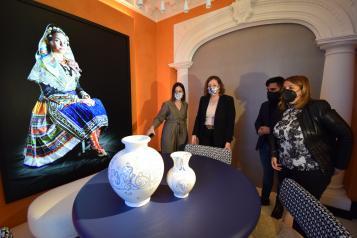 La consejera de economía, Empresas y Empleo, Patricia Franco, presenta el espacio 'Adunia' de Artesanía Castilla-La Mancha en Casa Decor
