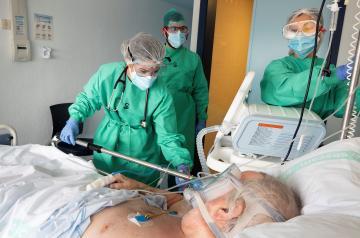 Continúa la reducción de hospitalizados por COVID-19 en Castilla-La Mancha con 231 menos que hace un mes