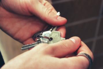 El Gobierno regional amplía un 60 por ciento las ayudas destinadas a que jóvenes puedan adquirir una vivienda en municipios menores de 5.000 habitantes