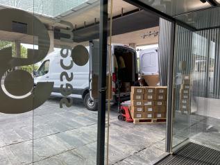 El Gobierno de Castilla-La Mancha ha enviado esta semana una nueva remesa de más de 230.000 artículos de protección a los centros sanitarios