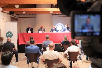 El consejero de Agricultura, Agua y Desarrollo Rural  participa en la presentación de las conclusiones del Foro 'Fruta y Verdura'