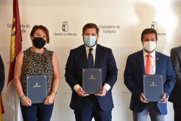 Firma convenio de cesión de la CM-4006a al Ayuntamiento de Bargas y un convenio de cesión de la CM-2000a al Ayuntamiento de Sacedón