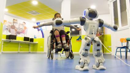 El Hospital Nacional de Parapléjicos experimenta con la robótica social aplicada a la neurorrehabilitación de los niños con lesión medular
