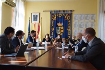 La consejera de Economía, Empresas y Empleo, Patricia Franco, se reúne con la alcaldesa de Cebolla, Silvia Díaz.