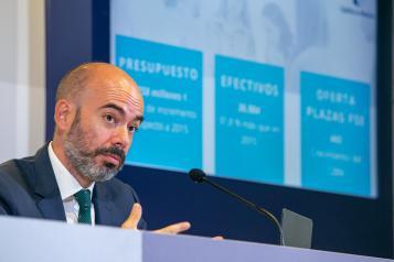 El director general de Recursos Humanos del SESCAM, Iñigo Cortázar, informa en rueda de prensa sobre la situación de Recursos Humanos del Servicio de Salud de Castilla-La Mancha en la pandemia y sobre las líneas de actuación en los próximos meses.