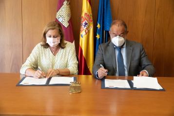 El Gobierno regional y la UCLM firman un acuerdo de colaboración para el fomento de actividades-servicio y de la investigación en centros educativos