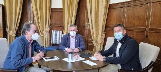 Reunión delegado provincial de Fomento y alcalde de Hellín