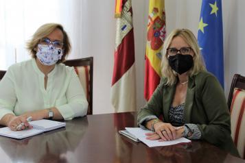Mejora en servicios educativos y la Rehabilitación patrimonial marcan la reunión entre el Gobierno regional y la alcaldesa de Santa Cruz de Mudela