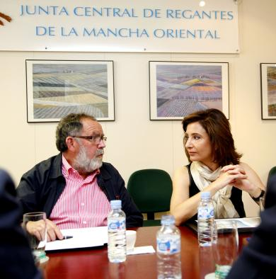 Marta García, reunión Junta de RegantesII