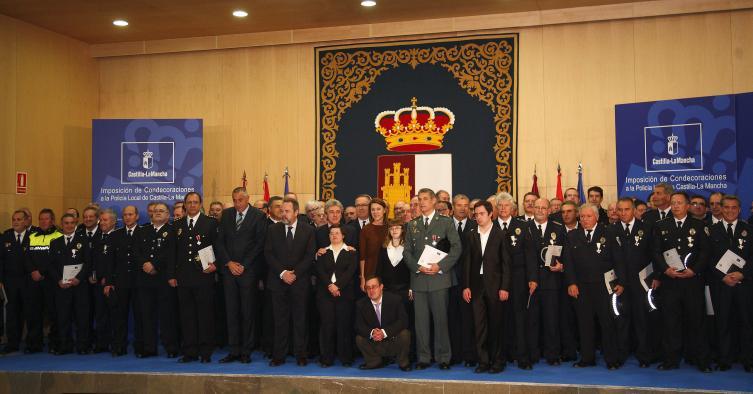 Presidenta Cospedal impone condecoraciones Policía Local
