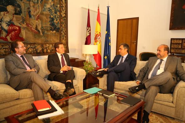 Reunión del presidente García-Page con el alcalde de Cuenca, Ángel Mariscal