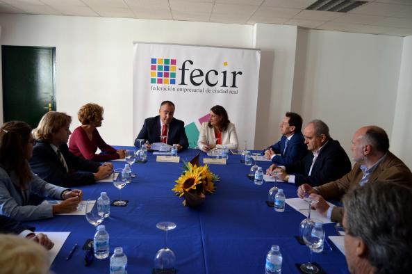 Patricia Franco mantiene una reunión de trabajo con el comité ejecutivo de FECIR