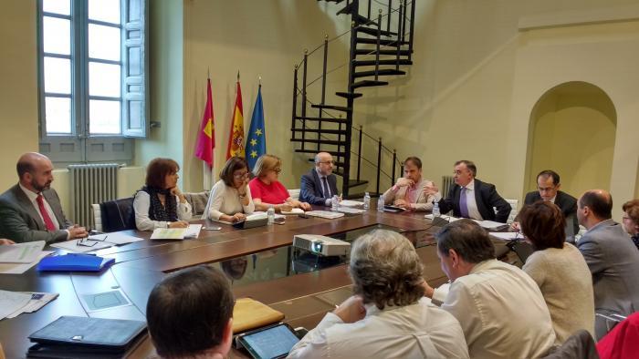 La Junta simplificará y eliminará trámites innecesarios para que la relación de los ciudadanos con la Administración sea ágil y moderna