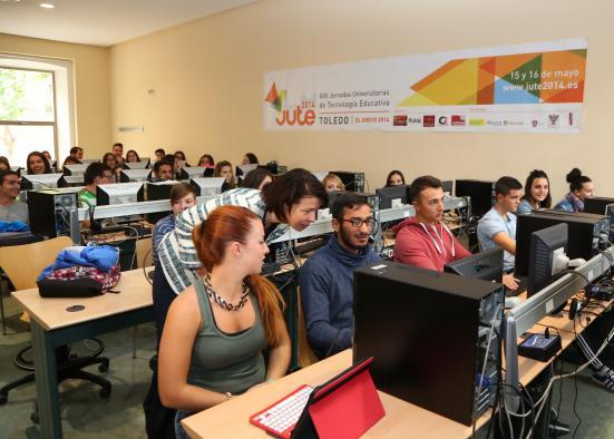 La Consejería de Educación, Cultura y Deportes procede al envío de un total de 4.630 portátiles convertibles a centros educativos de la región