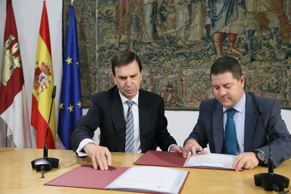 El presidente García-Page firma un convenio con Aernova para la fabricación de puertas para el Airbus A350