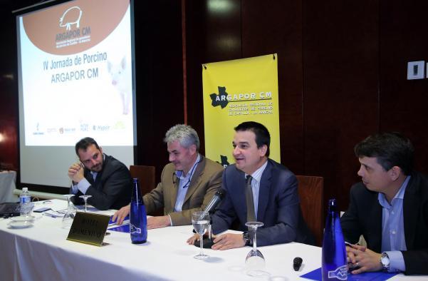 El consejero de Agricultura clausura la IV Jornada de la Asociación Regional de Ganaderos de Porcino ARGAPOR