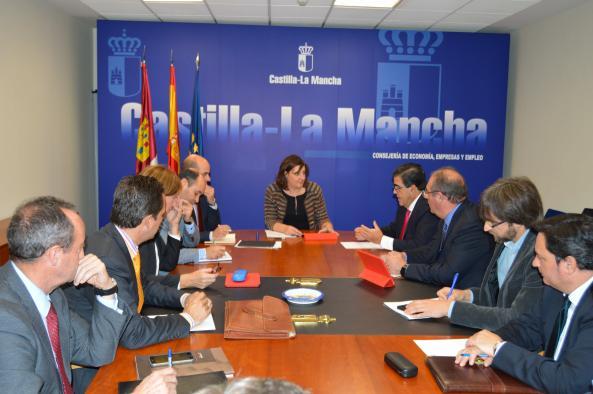 El Gobierno regional y FEDICAM coinciden en la necesidad de apostar por la I+D+i para fortalecer el modelo productivo regional