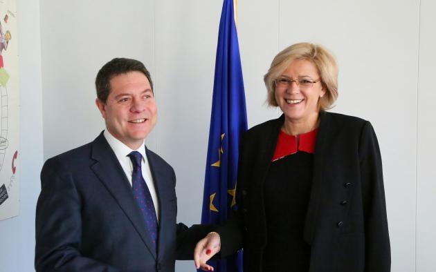 El presidente de Castilla-La Manchase reúne con la comisaria europea de Política Regional
