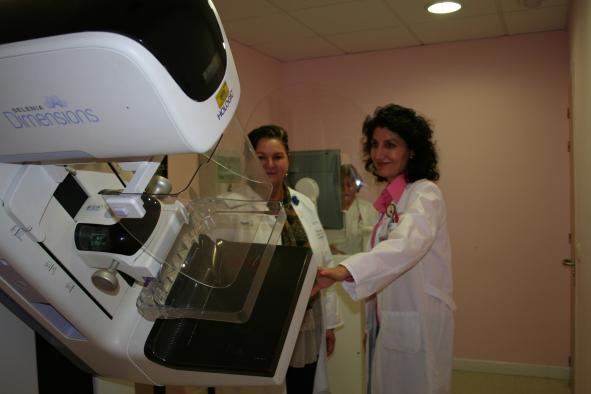 Cuba se interesa por el programa de detección precoz de cáncer de mama de Castilla-La Mancha en Toledo