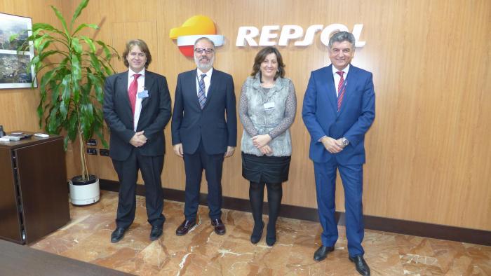 El Gobierno regional ofrece su colaboración en formación profesional a la empresa Repsol en Puertollano