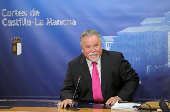 El director general de Función Pública, José Narváez, comparece en la Comisión de Asuntos Generales de las Cortes regionales