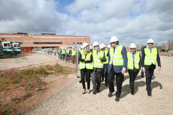 El presidente regional, Emiliano garcía page, ha visitado las obras del nuevo hospital de Toledo