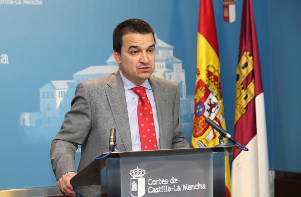 El consejero de Agricultura en las Cortes regionales