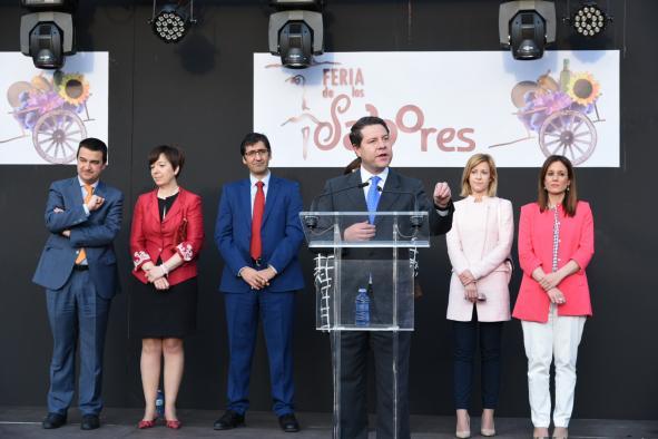 El presidente regional, Emiliano García Page, inauguró la Feria de los Sabores en Alcázar de San Juan