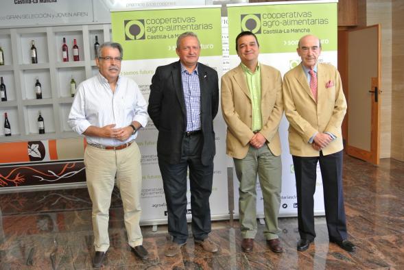 El Gobierno de Castilla-La Mancha valora el compromiso de Cooperativas Agroalimentarias por la retribución de la uva por calidad