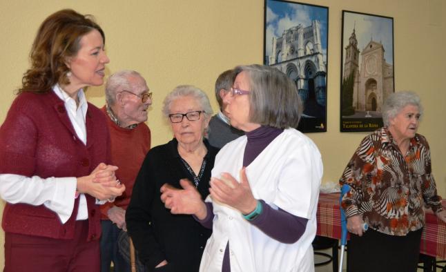 Aurelia Sánchez visita la vivienda de atención a personas mayores de Albalate de Zorita