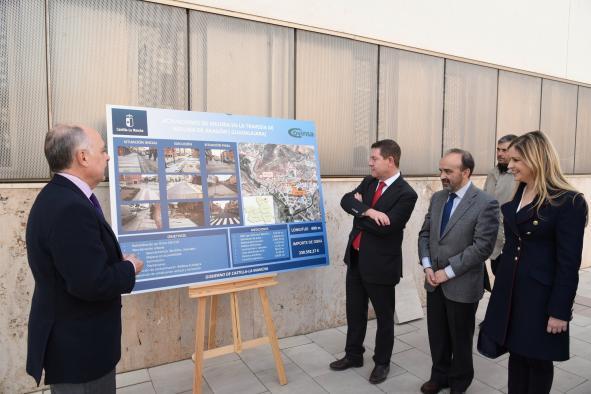El Gobierno regional concluye las obras en el paseo de los Adarves de Molina de Aragón y anuncia mejoras en el transporte del Señorío