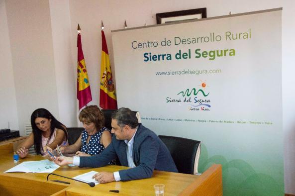 Firma de contrato de promotores con el Grupo de Acción Local Sierra del Segura