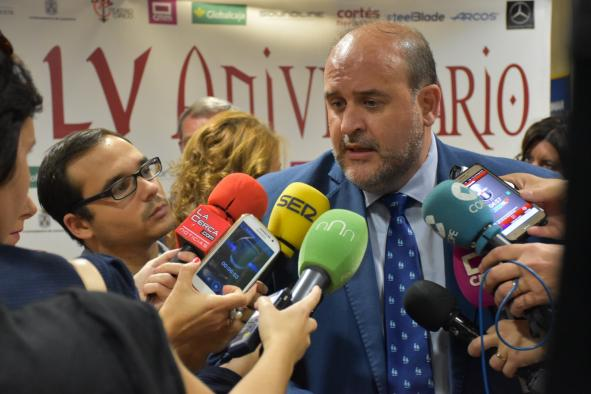 El vicepresidente primero del Gobierno regional, José Luis Martínez Guijarro, se ha referido, a preguntas de los medios, a la intervención esta tarde de Puigdemont en el Parlamento catalán