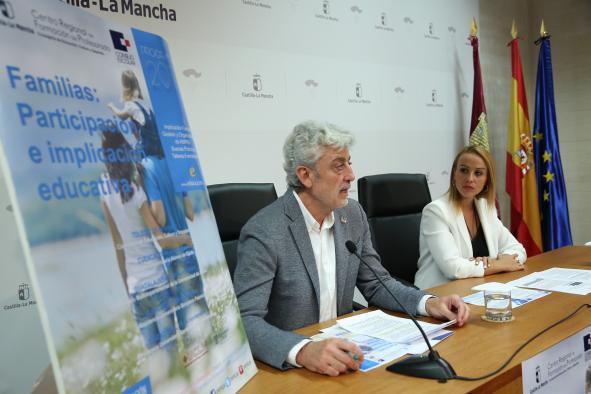 El presidente del Consejo Escolar de Castilla-La Mancha ha  presentado las jornadas de formación 'Familias: Participación e implicación educativa'