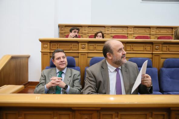 El vicepresidente primero del Gobierno, José Luis Martínez Guijarro, comparece ante el Pleno de las Cortes regionales