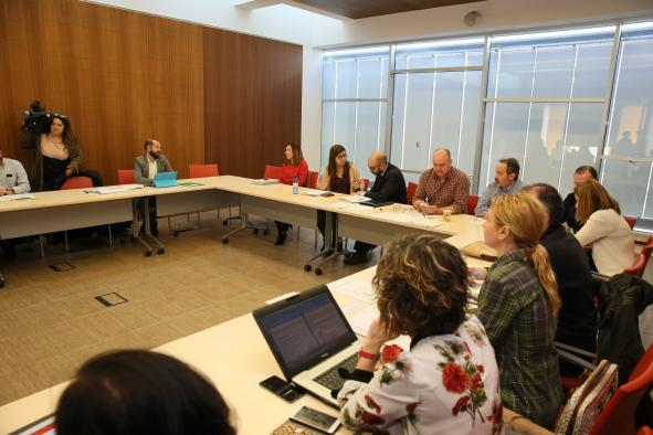 La directora gerente del SESCAM, Regina Leal, informa, en el Servicio de Salud de Castilla-La Mancha, de los asuntos tratados en la Mesa Sectorial de las Instituciones Sanitarias.