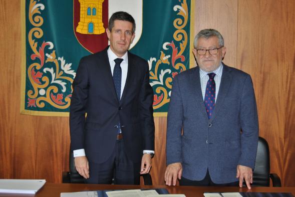 El Gobierno regional colabora con la empresa 'Crisnova Vidrio SA', de Caudete, en el desarrollo de proyectos de Formación Profesional Dual