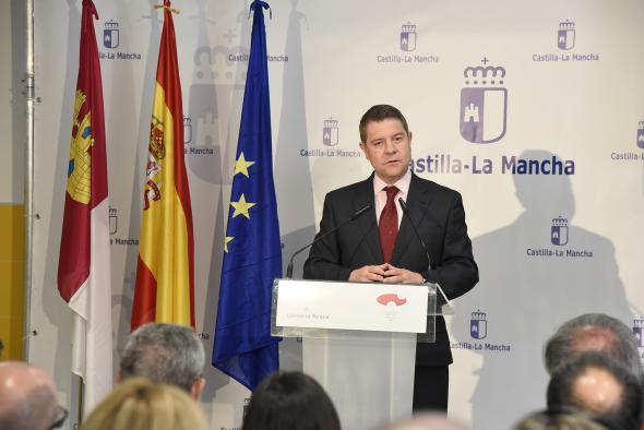 """García-Page: """"Somos la tercera región en la que más ha caído el paro y la segunda que más empleo está generando"""""""