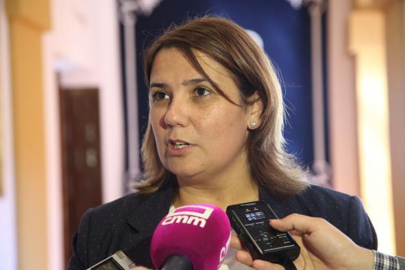 La consejera de Fomento durante las declaraciones que ha efectuado hoy a los medios de comunicación en las Cortes regionales