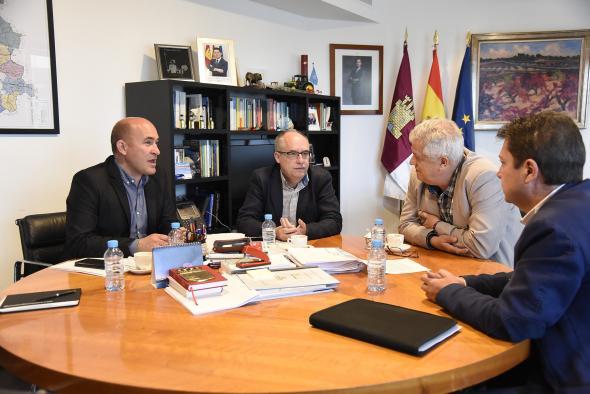El viceconsejero de Medio Ambiente, Agapito Portillo, se reúne con la Asociación de Municipios Ribereños de Entrepeñas y Buendía
