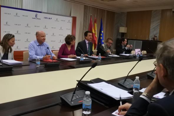 El consejero de Agricultura, Medio Ambiente y Desarrollo Rural, Francisco Martínez Arroyo, preside la reunión del Patronato de la Fundación 'Tierra de Viñedos'