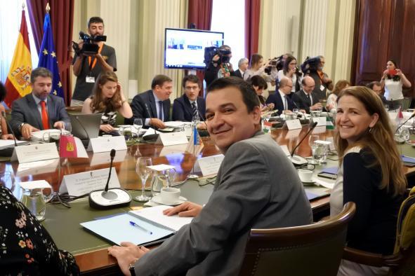 Castilla-La Mancha recibe un total de 65 millones de euros de fondos nacionales, de los que 50 son para el sector vitivinícola y 12 para los programas del PDR