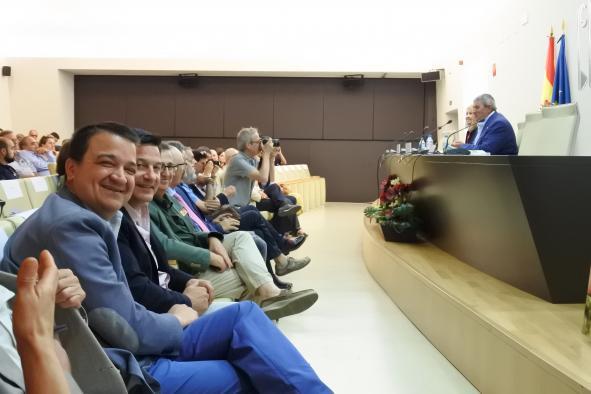 El consejero de Agricultura, Medio Ambiente y Desarrollo Rural en funciones, Francisco Martínez Arroyo, asiste a la inauguración del acto de presentación del Anuario de Agricultura y Ganadería Familiar 2019