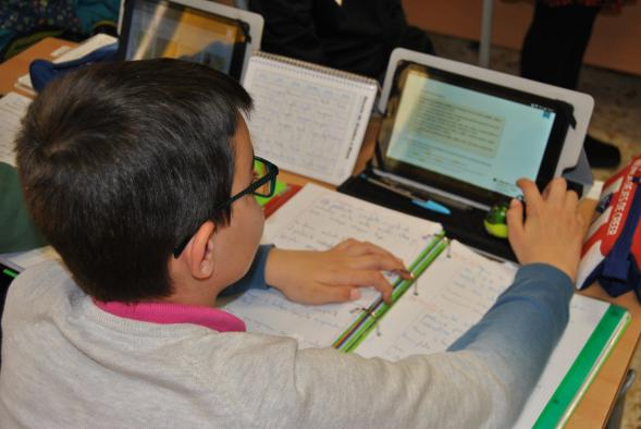 El próximo curso se triplicará el número de escolares y docentes que participan en el programa 'Carmenta' de uso de materiales curriculares digitales