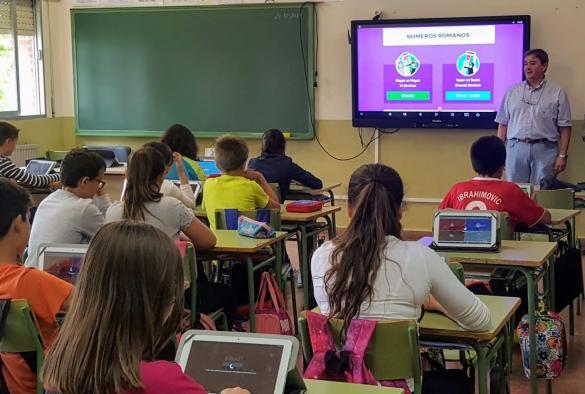 El próximo curso se duplica el número de centros educativos de la provincia que participan en el programa de digitalización 'Carmenta', al pasar de 21 a un total de 46