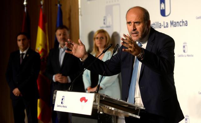 El vicepresidente, José Luis Martínez Guijarro, asiste a la toma de posesión de la delegada de la Junta en Cuenca, María Ángeles Martínez